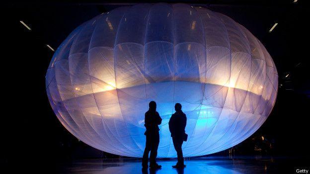 Los globos están hechos de plástico cerrado herméticamente que aguanta gases de alta presión.
